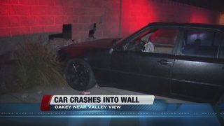 Car crashes into wall near Oakey, Valley View