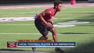 Football player inspiring teammates after injury
