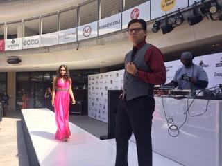 Zappos helps students dress up for prom night