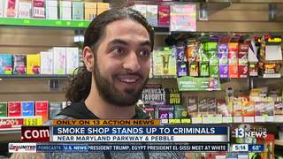 Smoke shop employee chases down thief