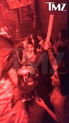 Kevin Hart in Vegas nightclub with mistress