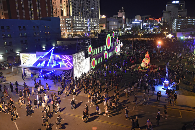Las Vegas gunman booked hotel overlooking Lollapalooza 2 months before massacre