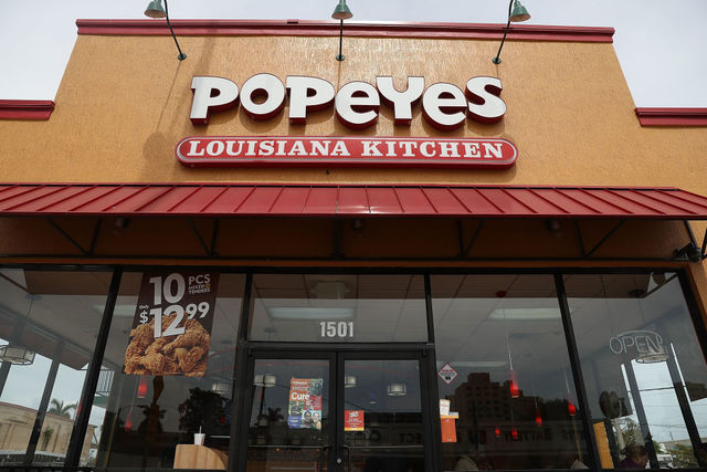 Calif. Restaurant Called Out for Passing Off Popeye's Chicken and Upcharging