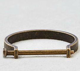 American Eagle pulls bracelet from stores