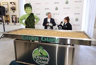 Largest green bean casserole weighs 637 pounds