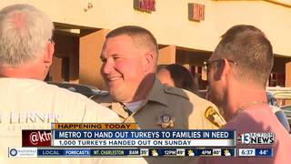 Vegas police give away turkeys for Thanksgiving