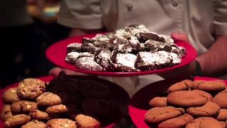 Wolfgang Puck hosts Christmas baking class