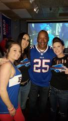 O.J. Simpson poses with Las Vegas fans on Sunday