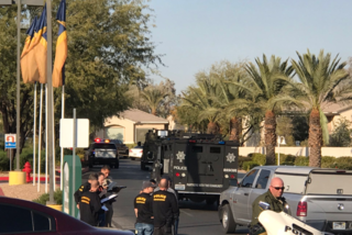 Vegas police locate thieves, standoff ensues